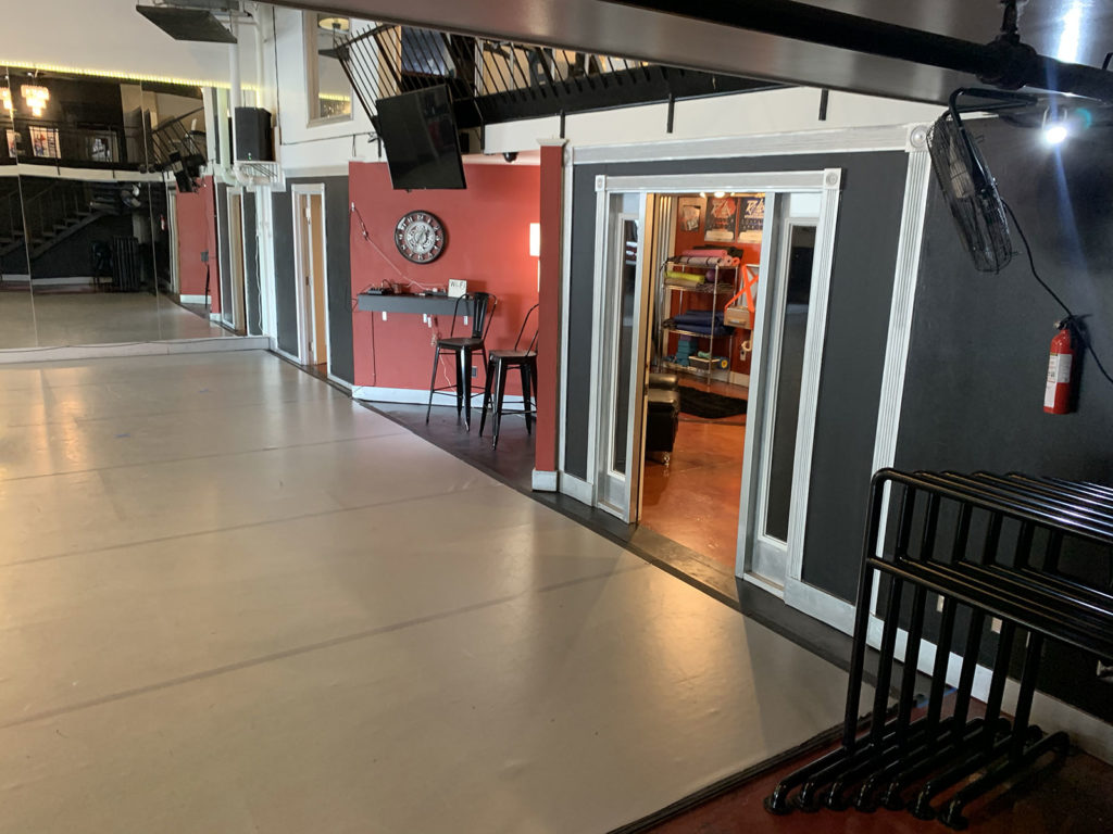 Studio-A-dressing-entrance
